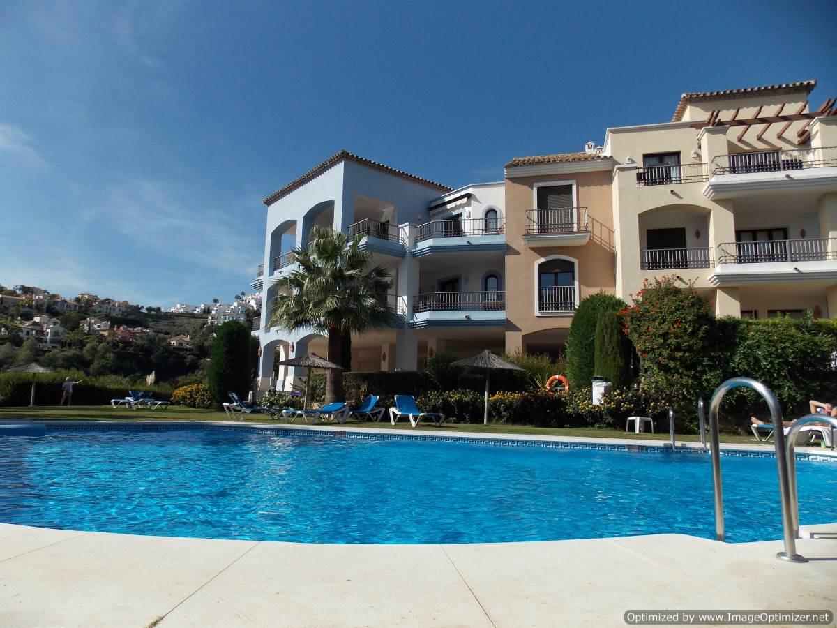 Swimming Pool La Torre Benahavis